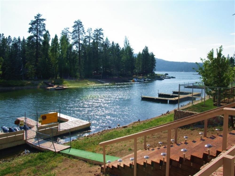 mallard bay resort lakefront large pool big bear. Black Bedroom Furniture Sets. Home Design Ideas